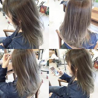 セミロング グラデーションカラー ストレート 大人かわいい ヘアスタイルや髪型の写真・画像