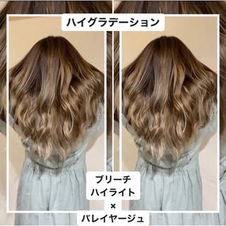 ロング イルミナカラー 透明感カラー ハイライト ヘアスタイルや髪型の写真・画像