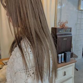ミルクティーベージュ ヌーディベージュ ナチュラル ロング ヘアスタイルや髪型の写真・画像