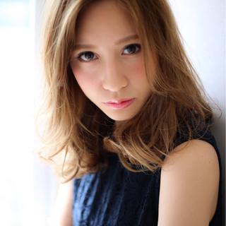 外国人風 大人かわいい ナチュラル フェミニン ヘアスタイルや髪型の写真・画像