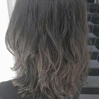 ストリート 外国人風 グレージュ ブリーチ ヘアスタイルや髪型の写真・画像