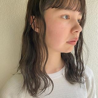 暗髪 ナチュラル グレージュ ミディアム ヘアスタイルや髪型の写真・画像
