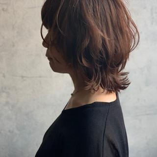 ウルフカット ミディアム くびれボブ くびれカール ヘアスタイルや髪型の写真・画像