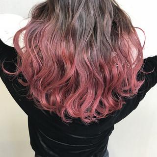 ロング チェリーピンク グラデーションカラー ガーリー ヘアスタイルや髪型の写真・画像