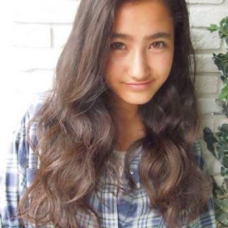 ロング シースルーバング 外国人風 ナチュラル ヘアスタイルや髪型の写真・画像