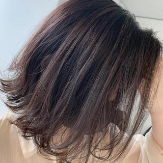 ラベンダーアッシュ 切りっぱなしボブ アッシュグレージュ ラベンダーグレージュ ヘアスタイルや髪型の写真・画像