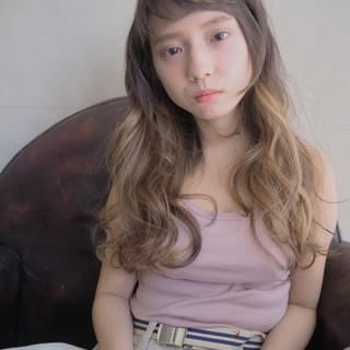 ウェーブ ロング フェミニン 外国人風 ヘアスタイルや髪型の写真・画像