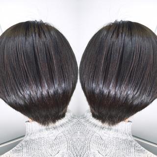 ショート グレージュ オフィス ナチュラル ヘアスタイルや髪型の写真・画像