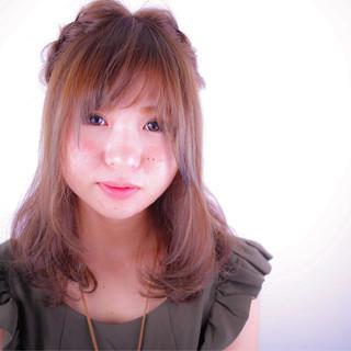 簡単ヘアアレンジ ナチュラル フェミニン ハーフアップ ヘアスタイルや髪型の写真・画像
