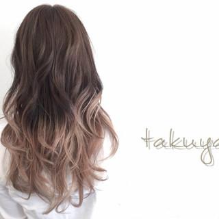 グラデーションカラー 外国人風 グレージュ 暗髪 ヘアスタイルや髪型の写真・画像