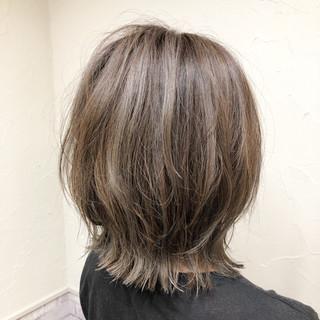 ボブ ミルクティーベージュ 大人ハイライト 切りっぱなし ヘアスタイルや髪型の写真・画像