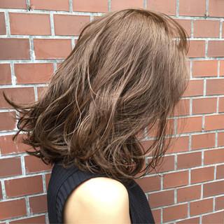 グレージュ ストリート ミディアム 前下がり ヘアスタイルや髪型の写真・画像