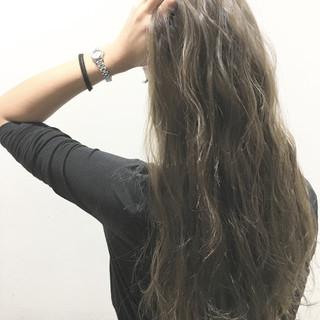 ハイライト ブラウン ロング 波ウェーブ ヘアスタイルや髪型の写真・画像