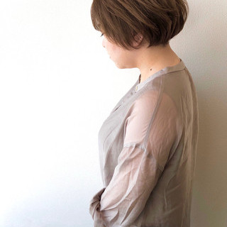 マット ショートヘア マットグレージュ ナチュラル ヘアスタイルや髪型の写真・画像