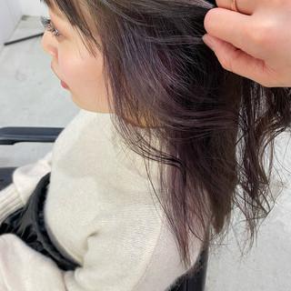 インナーカラー インナーカラーグレージュ インナーカラーパープル フェミニン ヘアスタイルや髪型の写真・画像