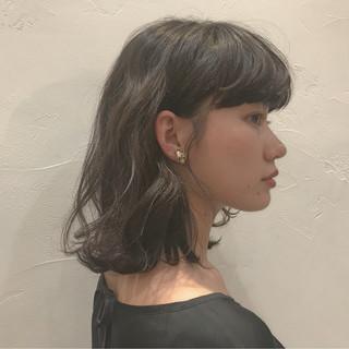 デジタルパーマ レイヤーカット ブルーアッシュ ミディアム ヘアスタイルや髪型の写真・画像
