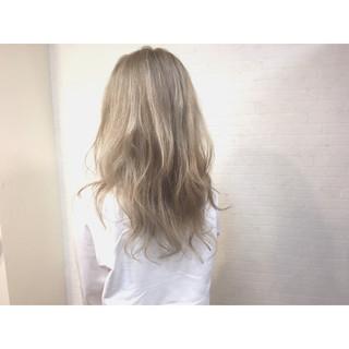 ハイトーン ダブルカラー アッシュベージュ ストリート ヘアスタイルや髪型の写真・画像