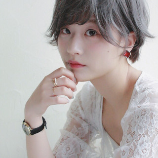 ハイトーン おフェロ ショート 透明感 ヘアスタイルや髪型の写真・画像