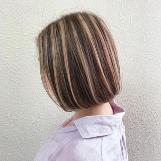 コントラストハイライト ボブ ミルクティーベージュ ハイライト ヘアスタイルや髪型の写真・画像