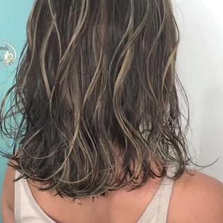 グラデーションカラー ハイライト グレージュ ミディアム ヘアスタイルや髪型の写真・画像