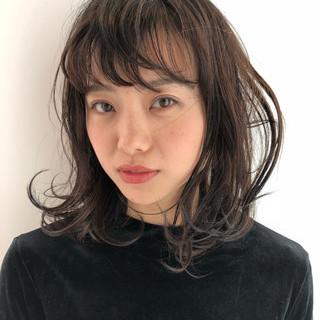 ミディアム くせ毛風 デジタルパーマ ウェーブ ヘアスタイルや髪型の写真・画像