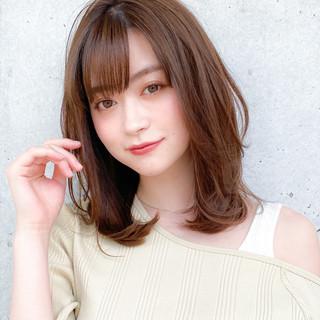 小顔 ミディアム コンサバ レイヤー ヘアスタイルや髪型の写真・画像