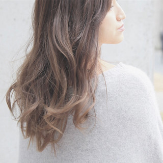 ロング 外国人風 ゆるふわ アッシュグレージュ ヘアスタイルや髪型の写真・画像