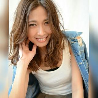 外国人風 レイヤーカット グラデーションカラー アッシュ ヘアスタイルや髪型の写真・画像