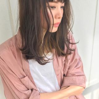 ミディアム インナーカラー ピンク ハイライト ヘアスタイルや髪型の写真・画像