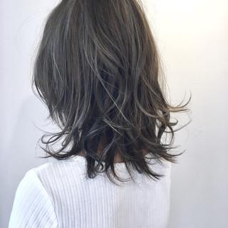 グラデーションカラー ローライト ミディアム ナチュラル ヘアスタイルや髪型の写真・画像