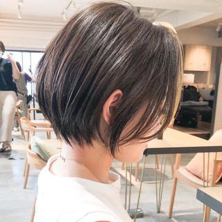 ショートボブ ナチュラル インナーカラー シースルーバング ヘアスタイルや髪型の写真・画像