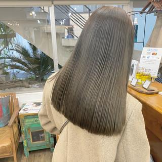 ロング ハイトーン シアーベージュ ブラウンベージュ ヘアスタイルや髪型の写真・画像