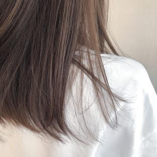 アッシュグレージュ セミロング ナチュラル ミルクティーグレージュ ヘアスタイルや髪型の写真・画像