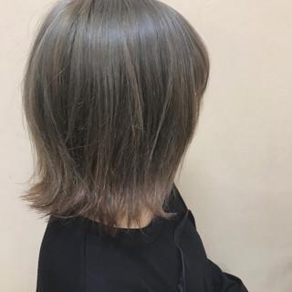アッシュ ショート ハイトーン 外ハネ ヘアスタイルや髪型の写真・画像