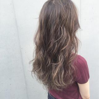 セミロング ハイライト グラデーションカラー 透明感 ヘアスタイルや髪型の写真・画像