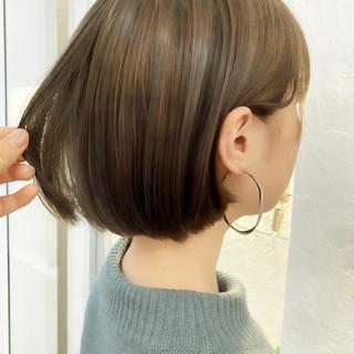 ボブ オリーブアッシュ 透明感カラー ミニボブ ヘアスタイルや髪型の写真・画像