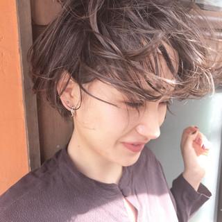 ショート アッシュ くせ毛風 透明感 ヘアスタイルや髪型の写真・画像