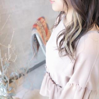 ロング インナーカラーホワイト フェミニン インナーカラー ヘアスタイルや髪型の写真・画像
