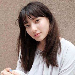 外国人風 前髪あり アッシュ セミロング ヘアスタイルや髪型の写真・画像