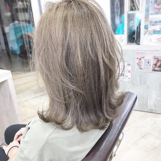 ブリーチオンカラー ブリーチカラー ミルクティーベージュ ブリーチ ヘアスタイルや髪型の写真・画像