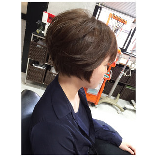 レイヤーカット ショート ナチュラル 前髪あり ヘアスタイルや髪型の写真・画像