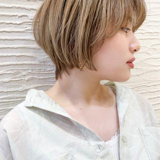 ショートヘア ブリーチオンカラー ショートボブ 前髪あり ヘアスタイルや髪型の写真・画像