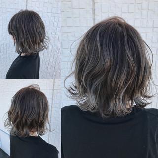 グレージュ グラデーションカラー バレイヤージュ 外国人風 ヘアスタイルや髪型の写真・画像