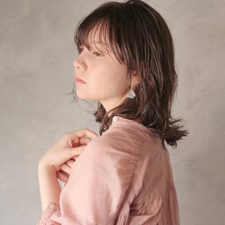 透明感カラー アッシュベージュ 簡単スタイリング ウルフカット ヘアスタイルや髪型の写真・画像