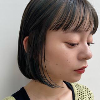 ミニボブ インナーカラー ボブ 切りっぱなしボブ ヘアスタイルや髪型の写真・画像