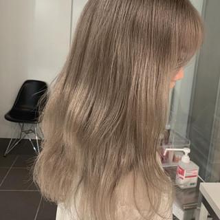 アッシュグレージュ ウルフカット ロング ミルクティーベージュ ヘアスタイルや髪型の写真・画像