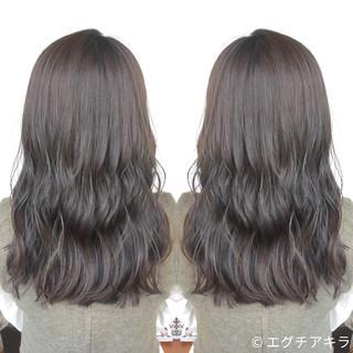 かわいい グレージュ ストリート アッシュ ヘアスタイルや髪型の写真・画像