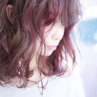 インナーカラー ラベンダー ローライト ベリー ヘアスタイルや髪型の写真・画像