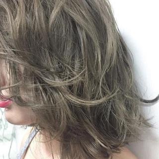 フェミニン 外ハネ こなれ感 ミディアム ヘアスタイルや髪型の写真・画像