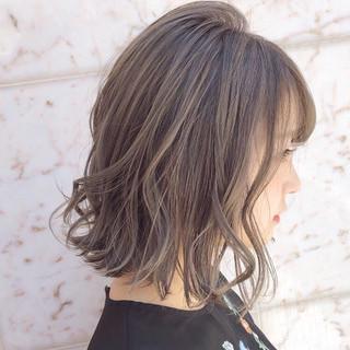 アンニュイほつれヘア オフィス デート ナチュラル ヘアスタイルや髪型の写真・画像